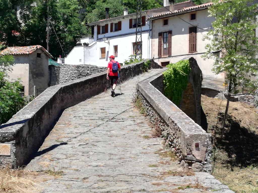 Pont d'entrada per agafar el camí ral que ens portarà a la Foradada.